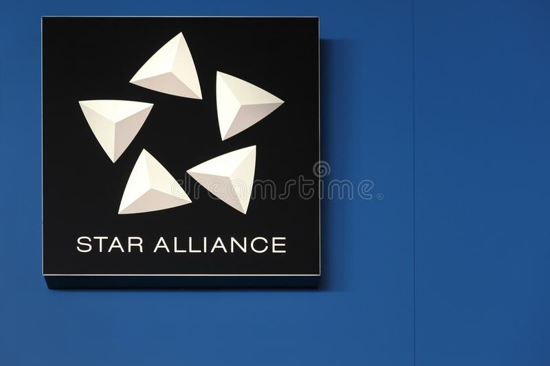 Star Alliance logo på en vägg royaltyfria bilder