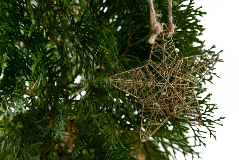 Star a decoração do Natal da forma que pendura na árvore de Natal imagem de stock