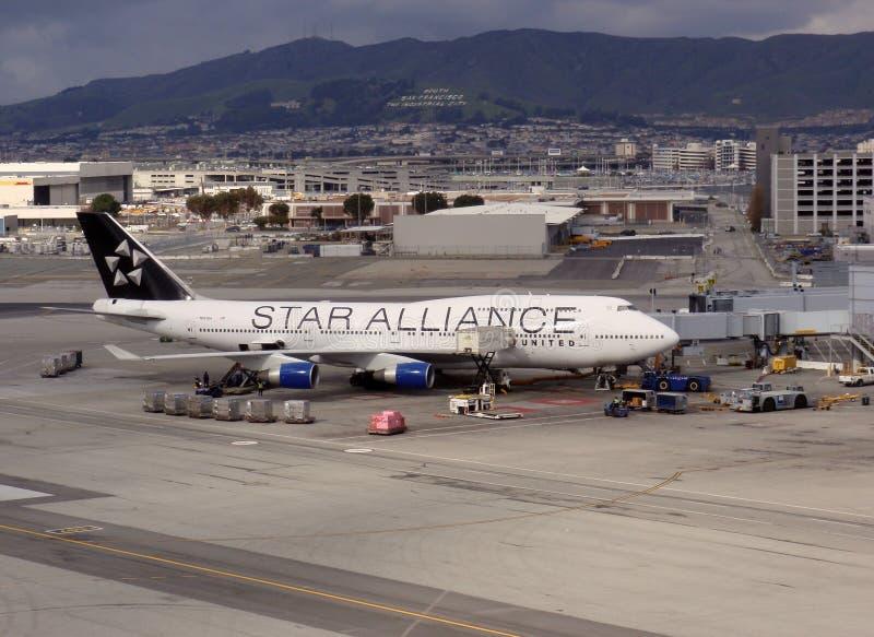 Star le reste plat uni par alliance sur le terminal au SFO photos libres de droits