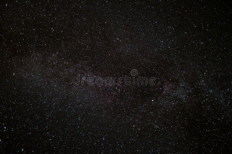 Star o céu na noite, fundo do espaço da Via Látea imagem de stock royalty free