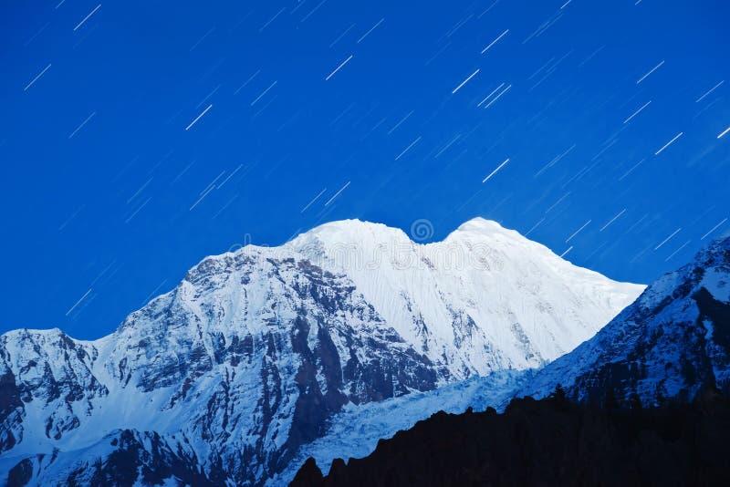Star passeios em a montanha nos Himalayas fotografia de stock