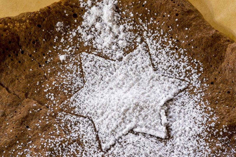 Star shaped Christmas cookie cutter pattern. Outlined in sprinkled white icing sugar to celebrate the festive season stock photos
