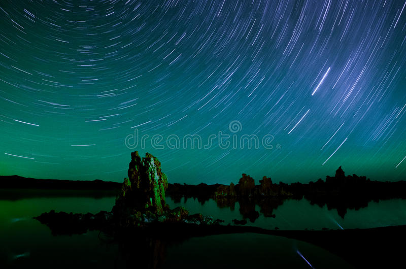 Star Trails over Mono Lake royalty free stock photos