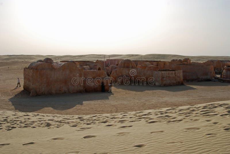Star Wars dat wordt aangepakt om door een zandduin worden overspoeld stock fotografie