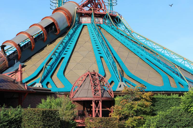 Star Wars Hyperspace berg i Disneyland Paris arkivbilder