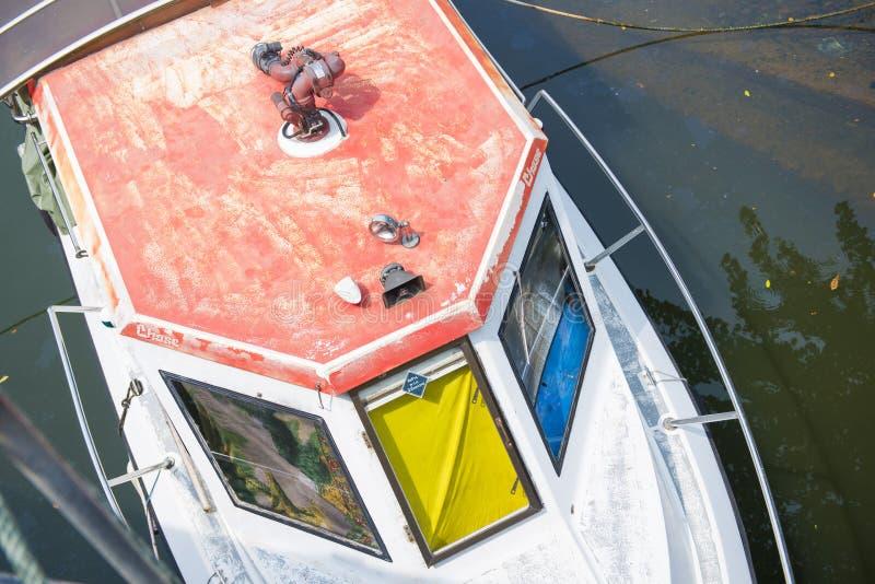Stara łódź na rzece fotografia royalty free