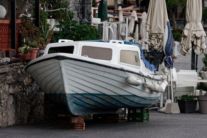 stara łódź w portovenere fotografia royalty free