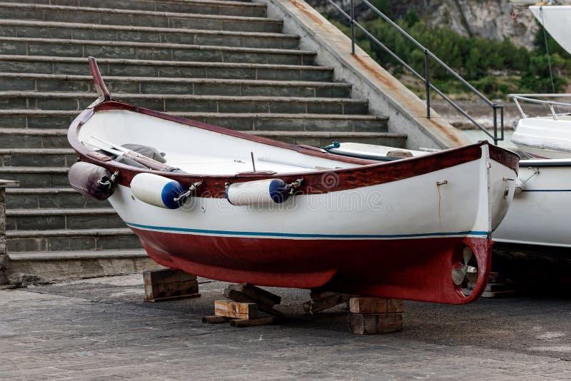 stara łódź w portovenere zdjęcia royalty free