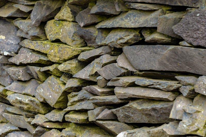 Stara Łupkowa Kamienna ściana zdjęcia stock