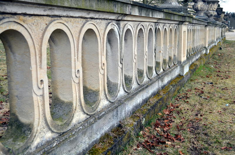 Stara ściana z łukami przy parkowym sanssouci obraz stock
