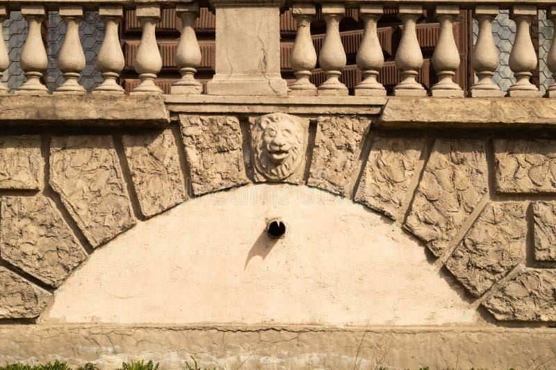 Stara ściana z cegieł z balustradowym tłem izoluje od ciosowej cegły tekstury zdjęcia stock