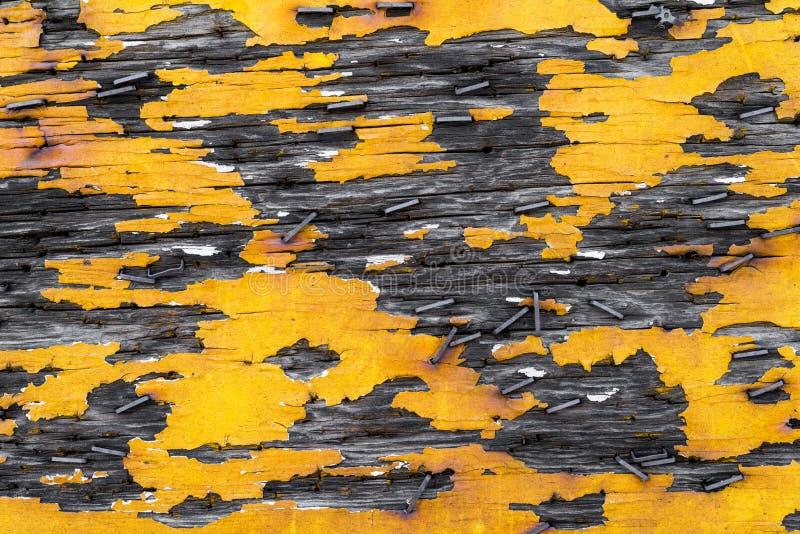 Stara żółta drewna i metalu tła tekstura obraz royalty free