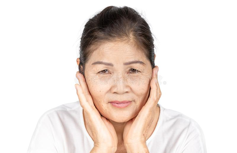 Stara azjatykcia kobieta w odosobnionej studio głowie strzelał z piękna pojęciem zdjęcie stock
