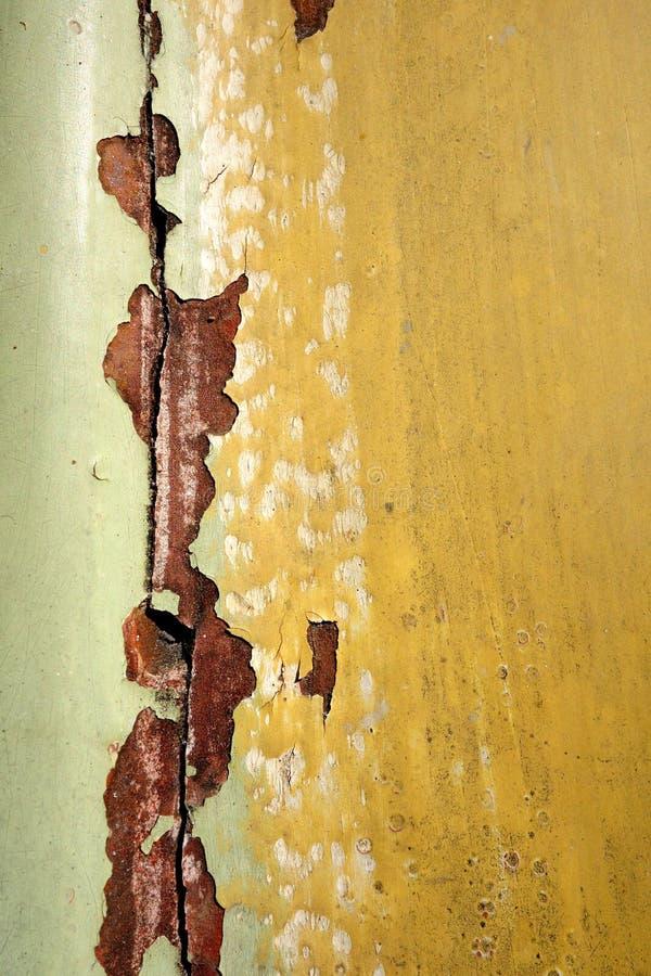 Stara betonowa ściana z przełamem i pęknięciem zdjęcia royalty free