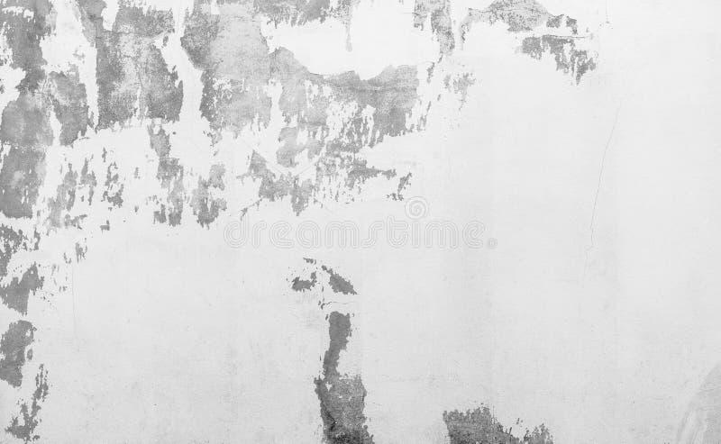 Stara biała betonowa ściana struga Farby betonowej ściany tekstury abstrakcjonistyczny tło Marniejący z czasem cement pękająca śc obrazy stock