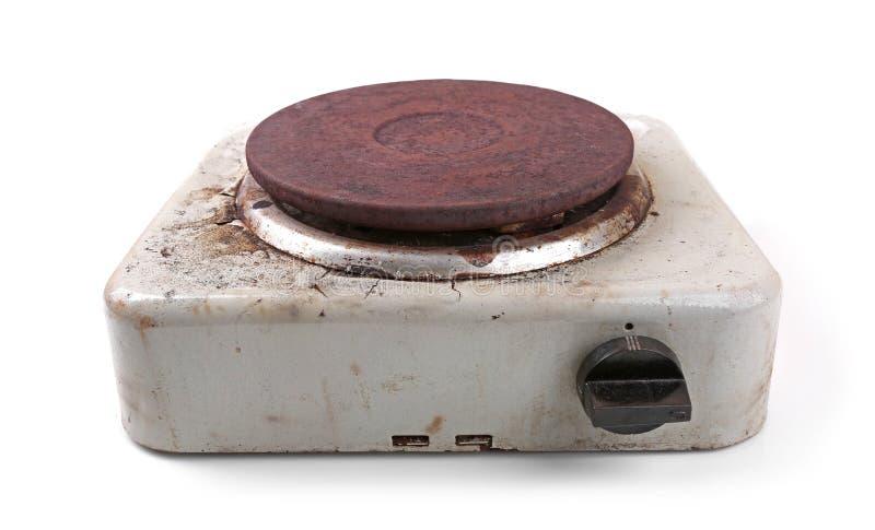 Stara brudna elektryczna kuchenka na bielu obrazy stock