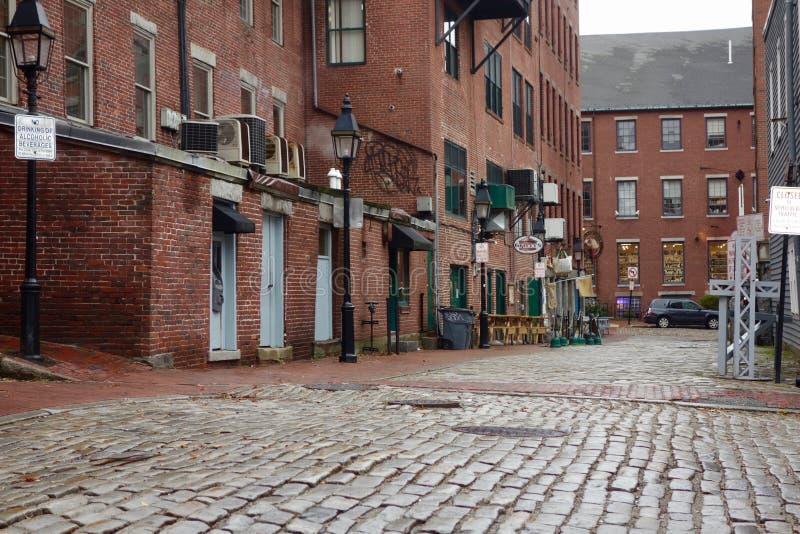 Stara brukowiec ulica w historycznym Nowa Anglia obraz stock