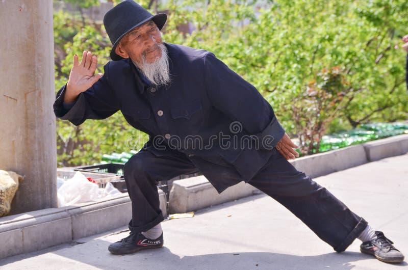 Stara Chińska mężczyzna Kung Fu demonstracja 5 fotografia stock