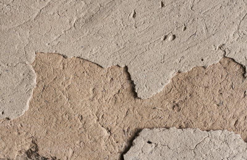 Stara cob ściana z krakingową powierzchnią zdjęcie stock