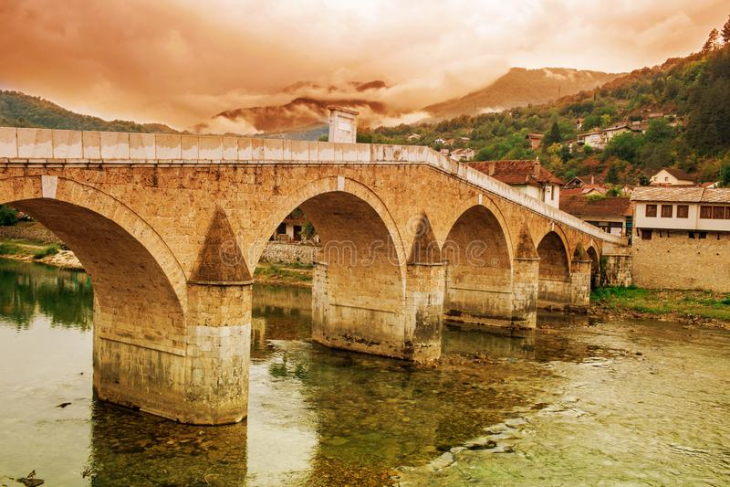 Stara Cuprija bro eller Konjic bro över den Neretva floden en Otto royaltyfri foto