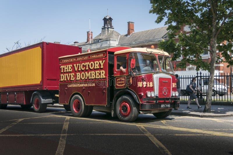 Stara Cyrkowa ciężarówka, przyczepa i karawana, obraz royalty free
