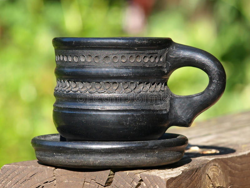 Stara czarna arabska ceramiczna filiżanka brać zbliżenie obrazy stock