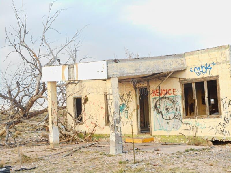 stara domowa ruina z graffiti obraz stock