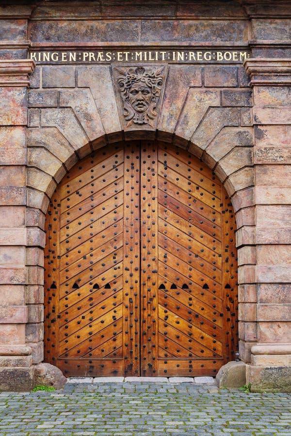Stara drewniana bramy część barokowy fortyfikacyjny system znać jako Mariańskie ściany Praga zdjęcia royalty free