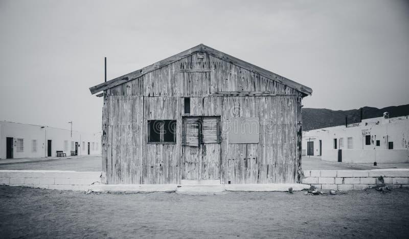 Stara drewniana kabina w Almeria, Hiszpania czarny white obrazy stock