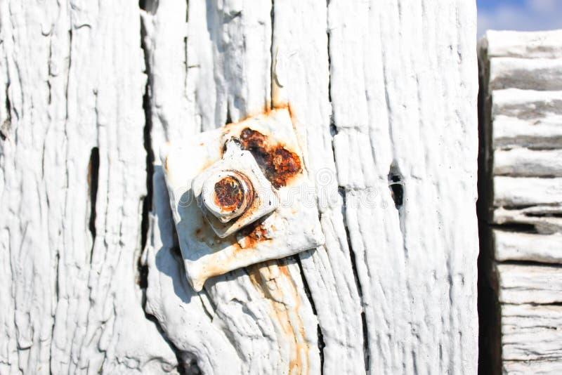Stara drewniana powierzchnia z ryglem zdjęcia royalty free