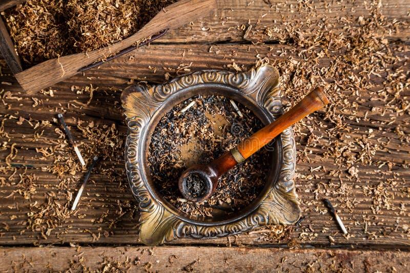 Stara drymba wśrodku tytoniu fotografia royalty free