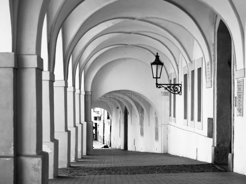 Stara dziejowa arkada w Loretanska ulicie blisko Praga kasztelu, Praga, republika czech obrazy stock