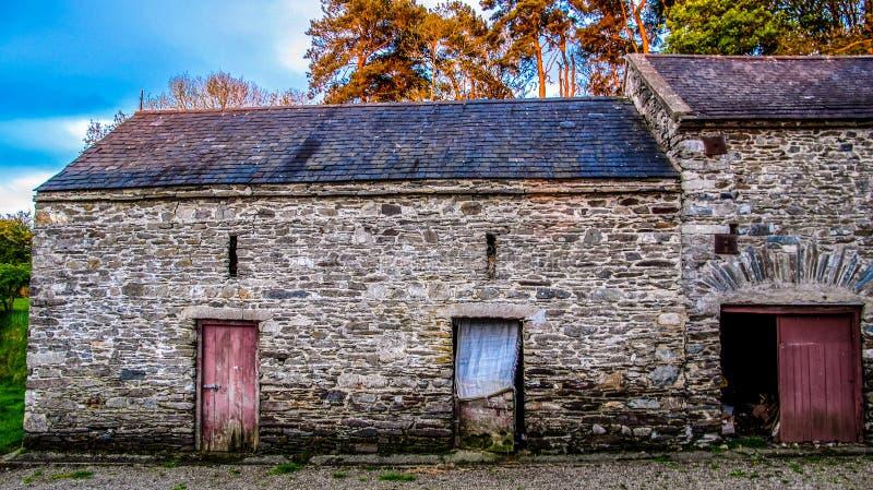 Stara Farmyard stajnia obrazy royalty free