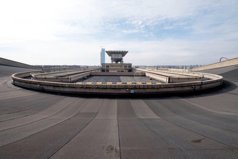 Stara Fiat fabryka w Turyn Włochy, budujący w 1920s Na dachu oryginalny testa ślad wciąż jest otwarty społeczeństwo i istnieje zdjęcia royalty free