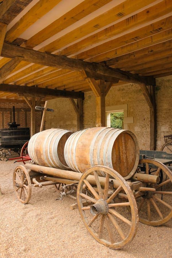 Stara fura z drewnianymi beczkami Chenonceau Francja zdjęcia stock