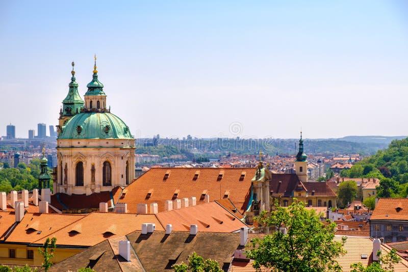 Stara Grodzka architektura z terakota dachami w Praga obraz royalty free