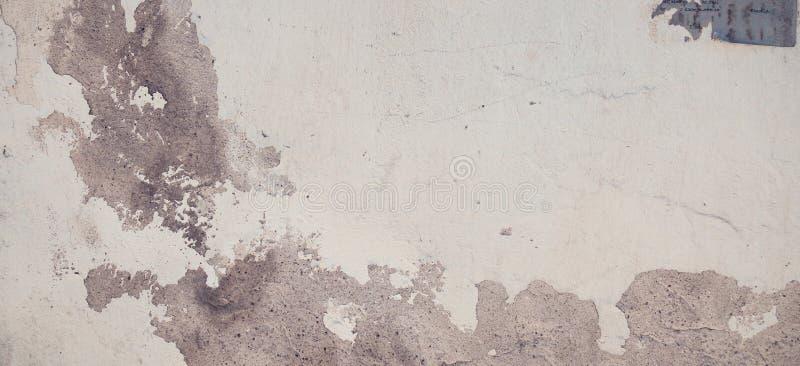 Stara grungy cegła i kamienna ściana z uszkadzającą tynku sztandaru tła teksturą obrazy royalty free