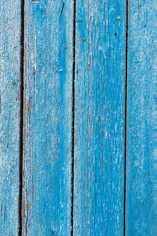 Stara i obierająca farba Z czasem niebieska farba oderwała się od starych płyt i pękła tekstura drewna Wina obrazy royalty free
