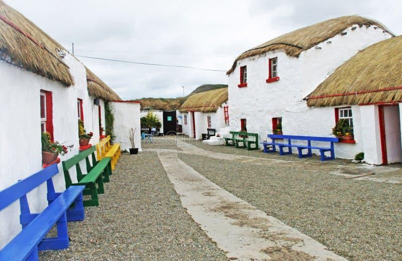 Stara Irlandzka poszycie chałupa w wiosce w Irlandia obraz royalty free