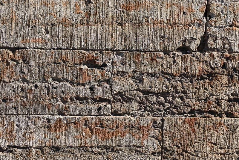 Stara kamienna ściana z pęknięciami, naturalny betonowy tło, stara naturalna tekstura antyczny kamień Ja używa dla dekoracji obrazy royalty free