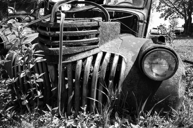 Stara Klasyczna furgonetka, Junkyard fotografia royalty free