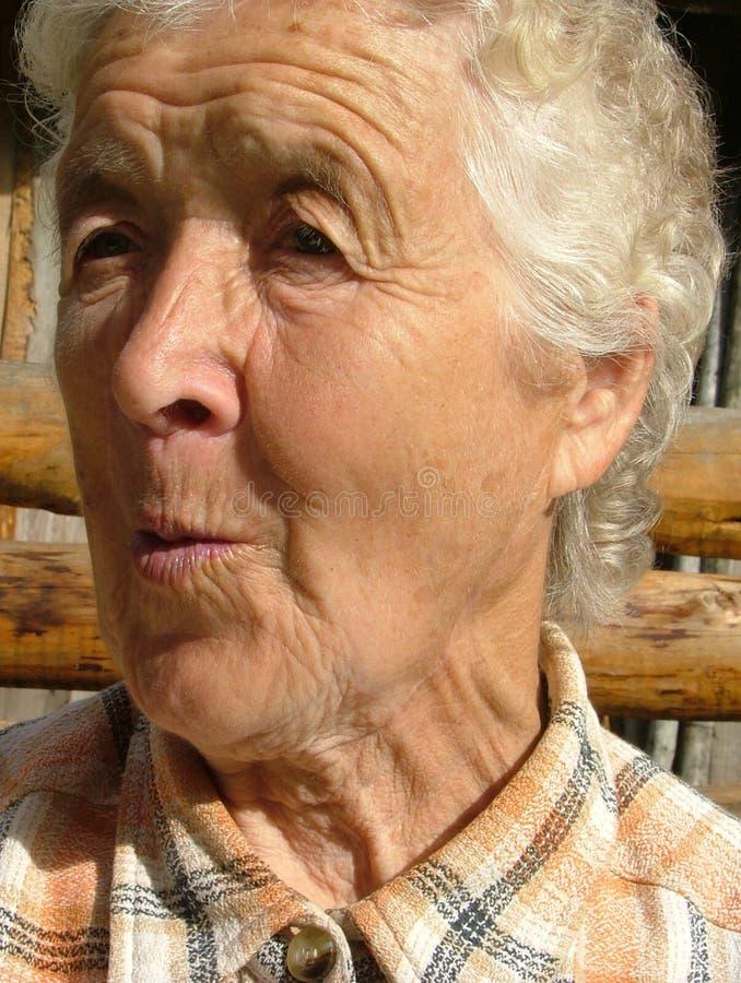 stara kobieta zdziwiona dba zdjęcie stock