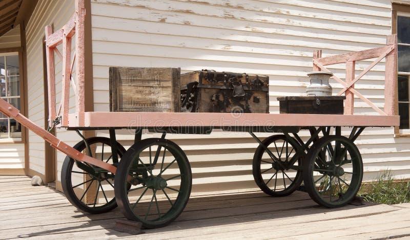 Stara kolejowa bagaż fura zdjęcie royalty free