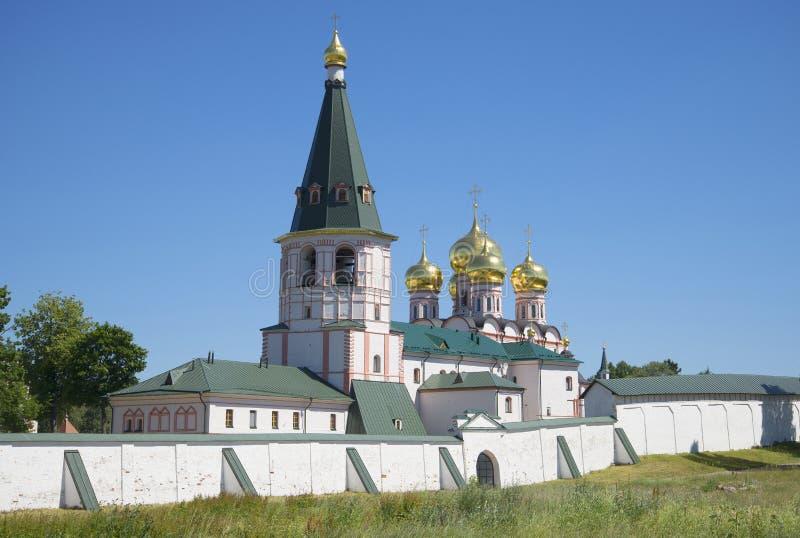 Stara kopuła katedra ikona matka bóg Iver i dzwonnica Svyatoozerskaya Iveron Theotokos Mon fotografia royalty free