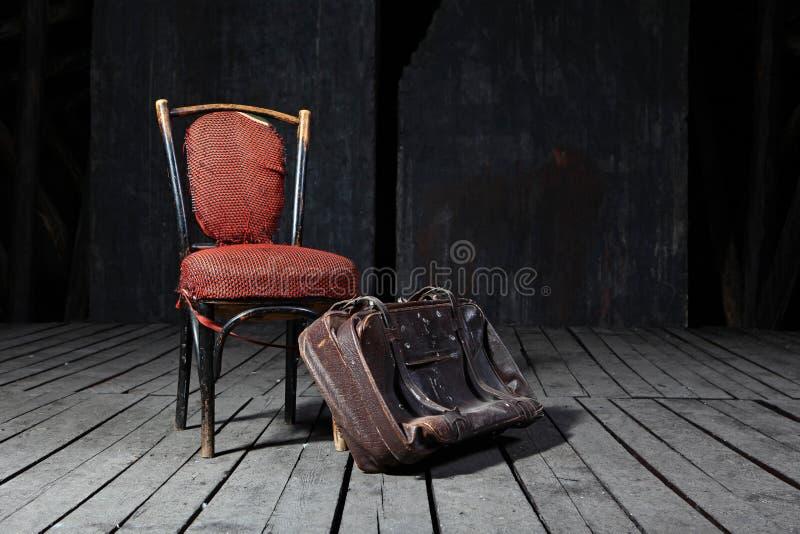 stara krzesło walizka obraz royalty free
