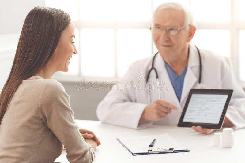 Stara lekarka i pacjent fotografia royalty free