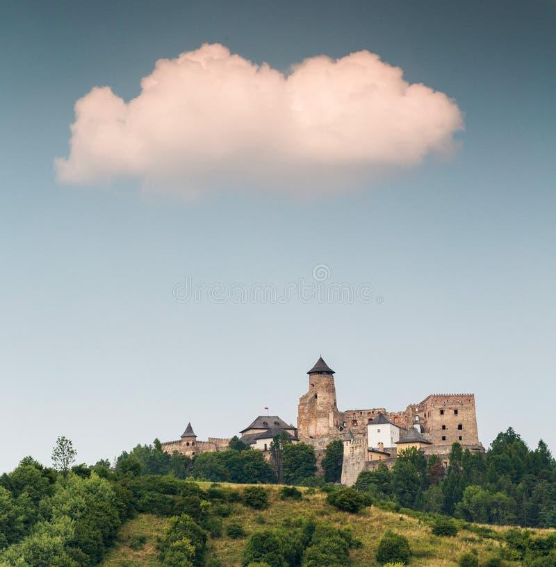 STara Lubovna - kasteel op de heuvel stock foto