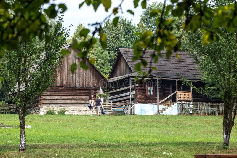 Stara Lubovna, Slowakije - Openluchtmuseum stock afbeeldingen