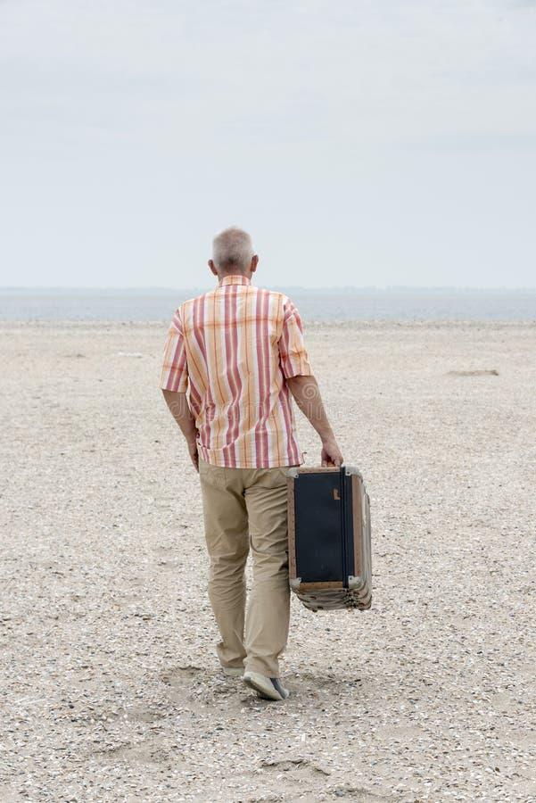 stara mężczyzna walizka obrazy stock