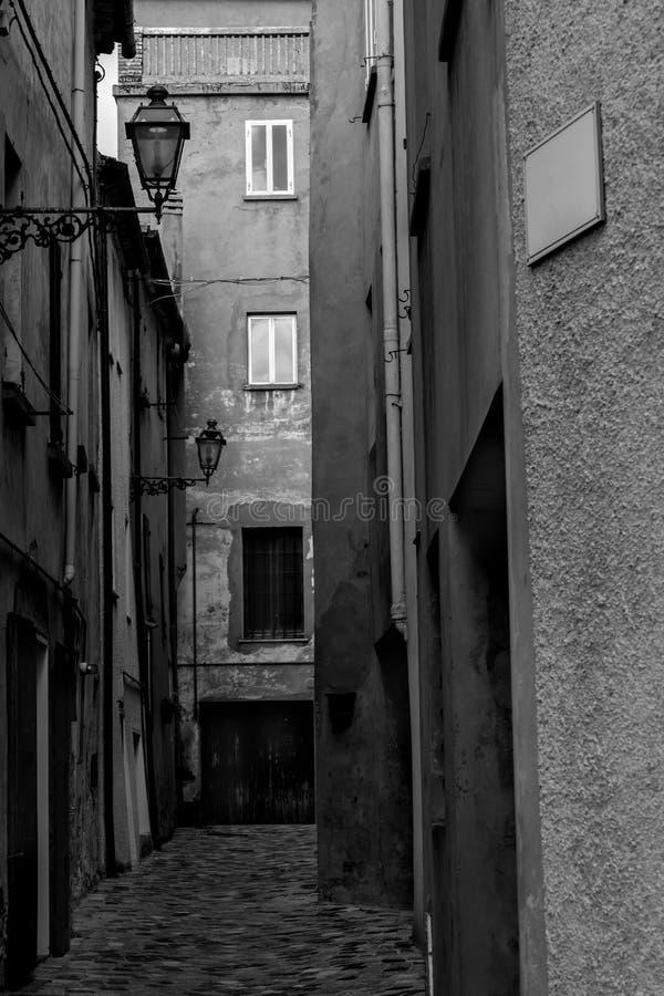Stara mała włoska ulica zdjęcie royalty free